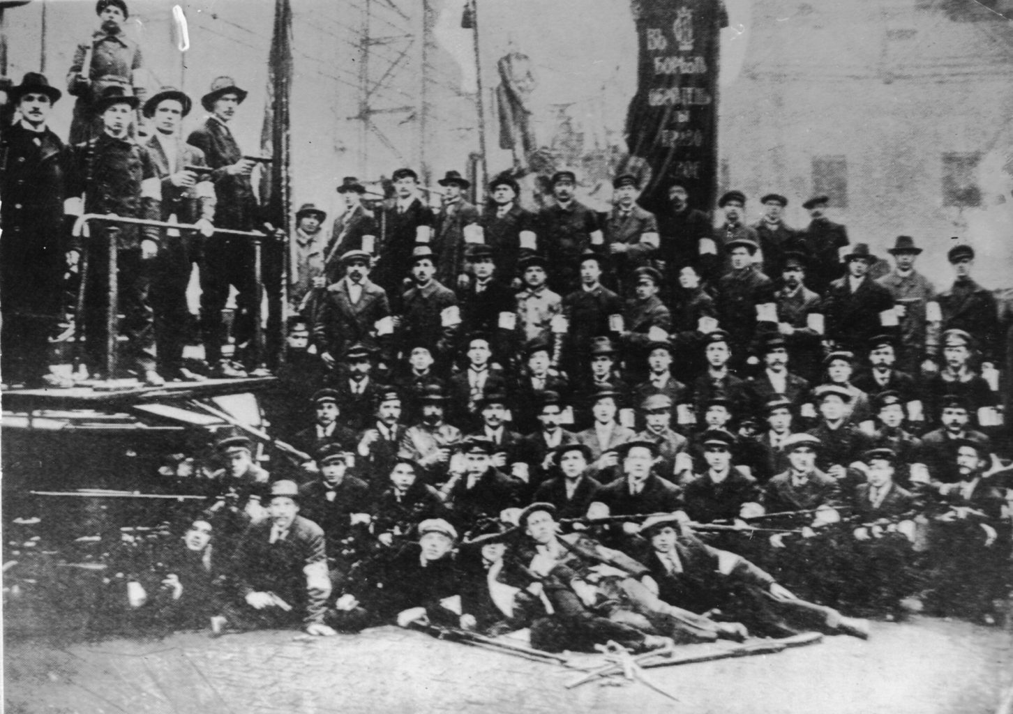 7. Scrss Bolshevik Red Guards from an electrical factory in Petrograd, 1917.