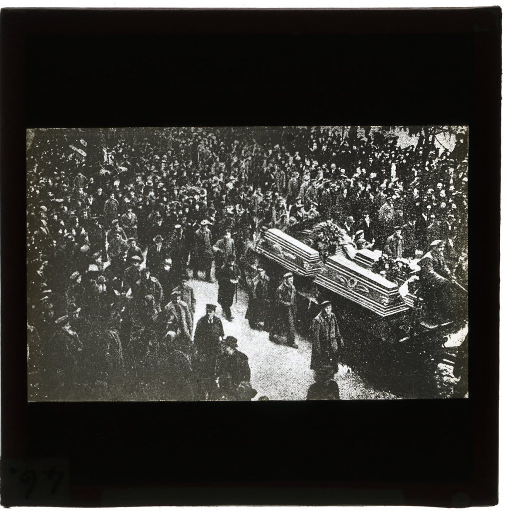 Henry Sara MRC Funeral of Karl Liebknecht and Rosa Luxemburg
